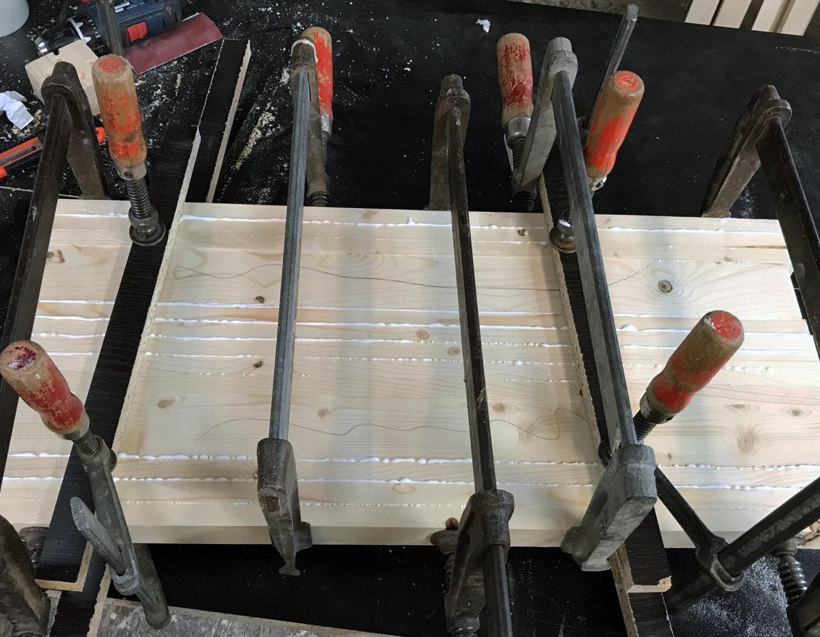 Mikroplastik und Chemie in Büromöbeln aus Holz?
